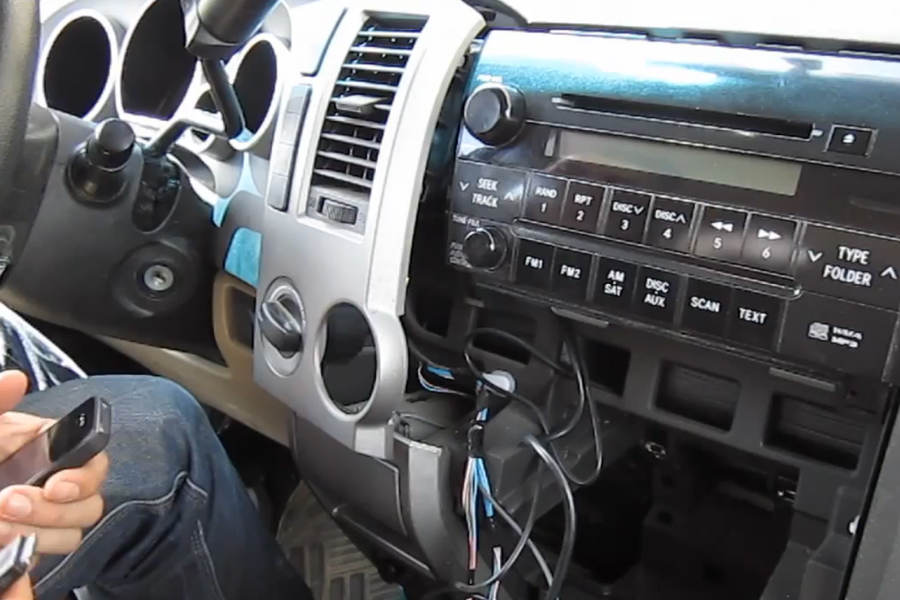 Bluetooth And Iphoneipodaux Kits For Toyota Tundra 20072013 Rhgtacarkits: 2007 Toyota Tundra Radio Upgrade At Elf-jo.com