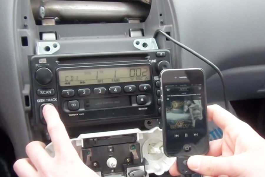 Does 2005 toyota corolla have aux input